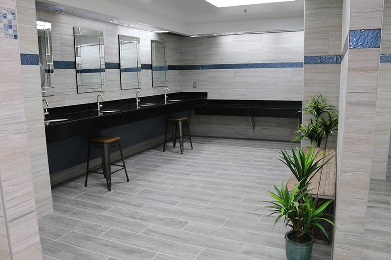 Marina Facilities: Women's Bathroom