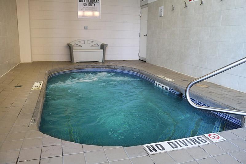 Fitness Center: Hot Tub